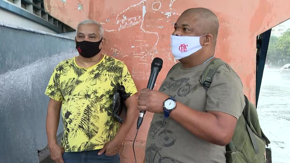 Segurados já buscavam atendimento na agência da Praça da Bandeira no começo da manhã de terça-feira (15) — Foto: Reprodução/ TV Globo