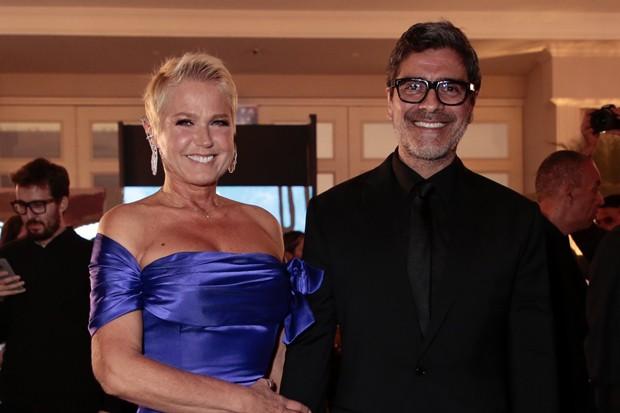 Xuxa Meneghel e Junno Andrade (Foto: Rafael Cusato/Brazil News)