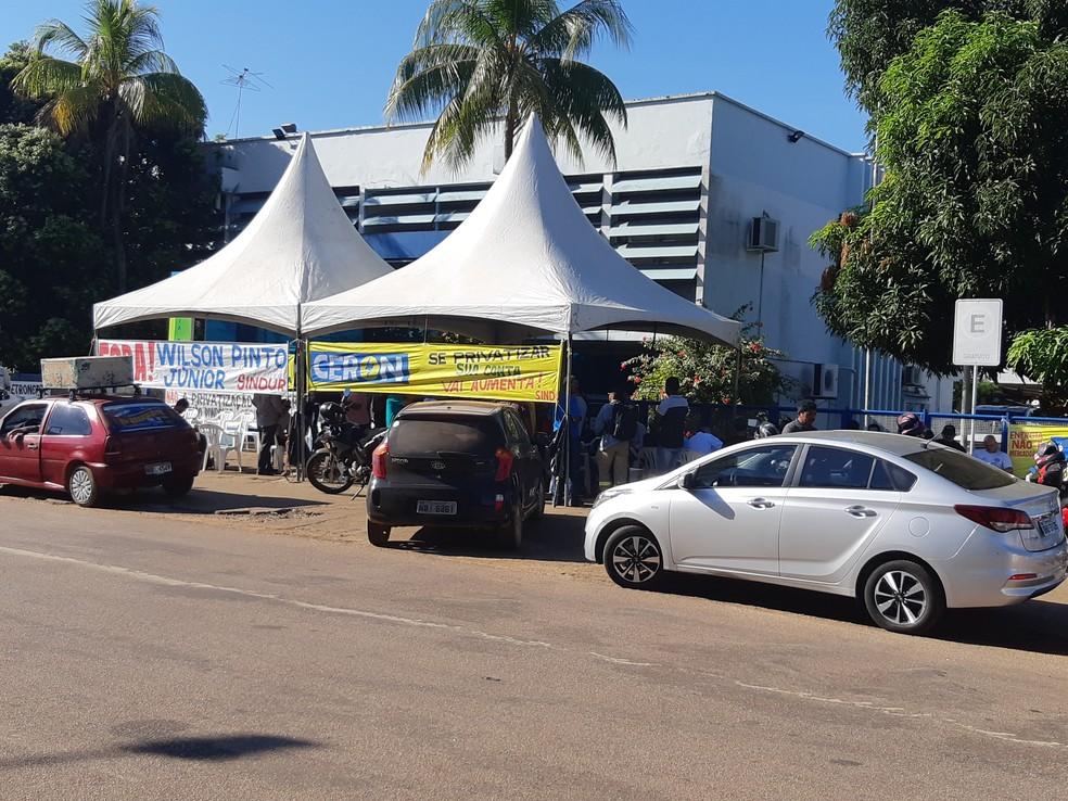-  Paralização dos trabalhadores da Eletrobras teve início nesta segunda-feira, 11  Foto: Toni Francis/G1