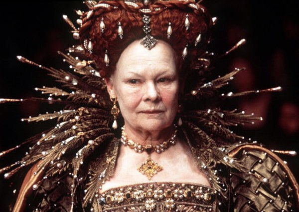 Atriz Judi Dench em cena do filme 'Shakespeare Apaixonado' (Foto: Getty Images)