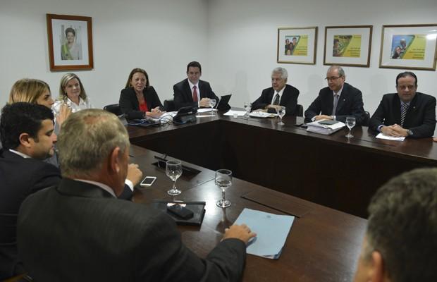 Líderes da Câmara dos Deputados em encontro no Palácio do Planalto com as ministras Ideli Salvatti e Gleisi Hoffmann (Foto: Valter Campanato / Agência  Brasil)
