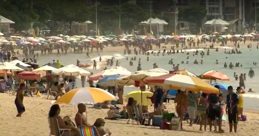 Aglomeração na Praia do Morro, em Guarapari, em 9 de janeiro de 2021 — Foto: Reprodução/TV Gazeta