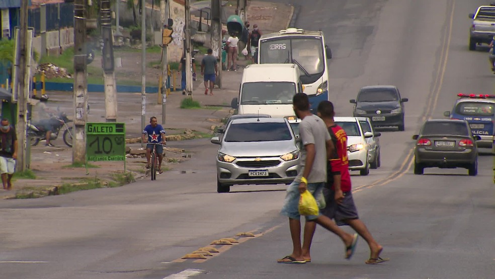 Camaragibe teve movimento intenso de pessoas e carros neste domingo (17) — Foto: Reprodução/TV Globo