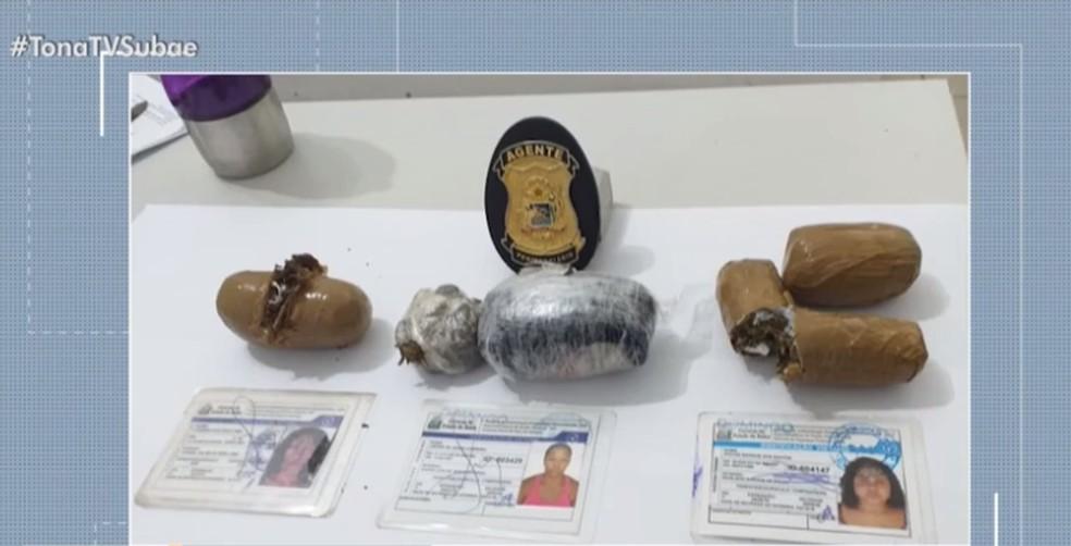Drogas que três mulheres tentavam transportar para Conjunto Penal de Feira de Santana — Foto: Reprodução/TV Subaé