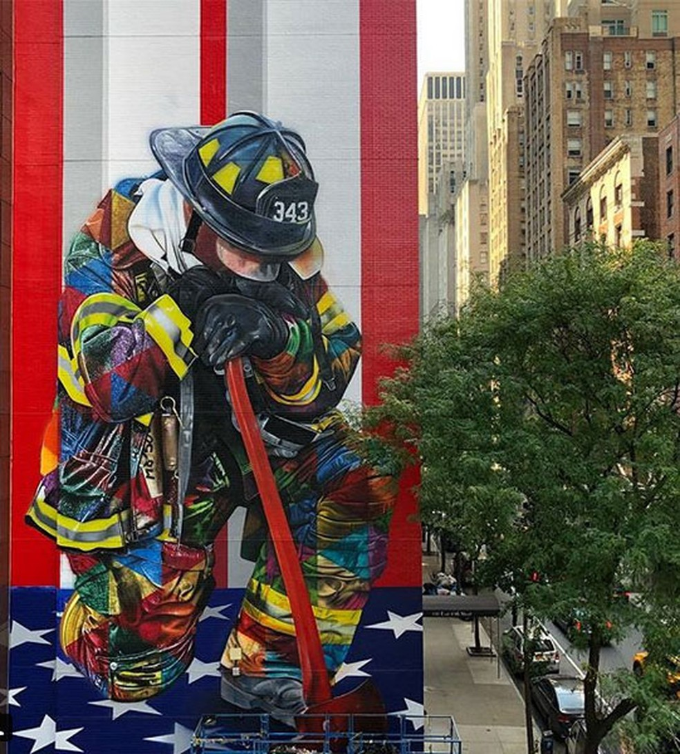 -  Mural do artista brasileiro Eduardo Kobra em Nova York homenageia bombeiros que trabalharam nos ataques terroristas de 11 de Setembro  Foto: Reproduç