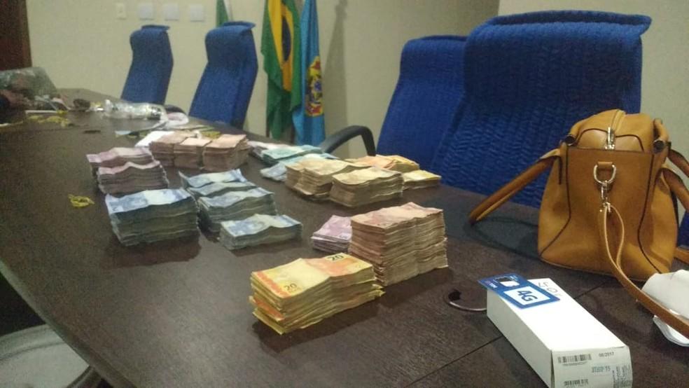 Polícia apreendeu mais de R$ 100 mil com Gilson Limeira da Silva (Foto: Acson Freitas/Inter TV Cabugi)