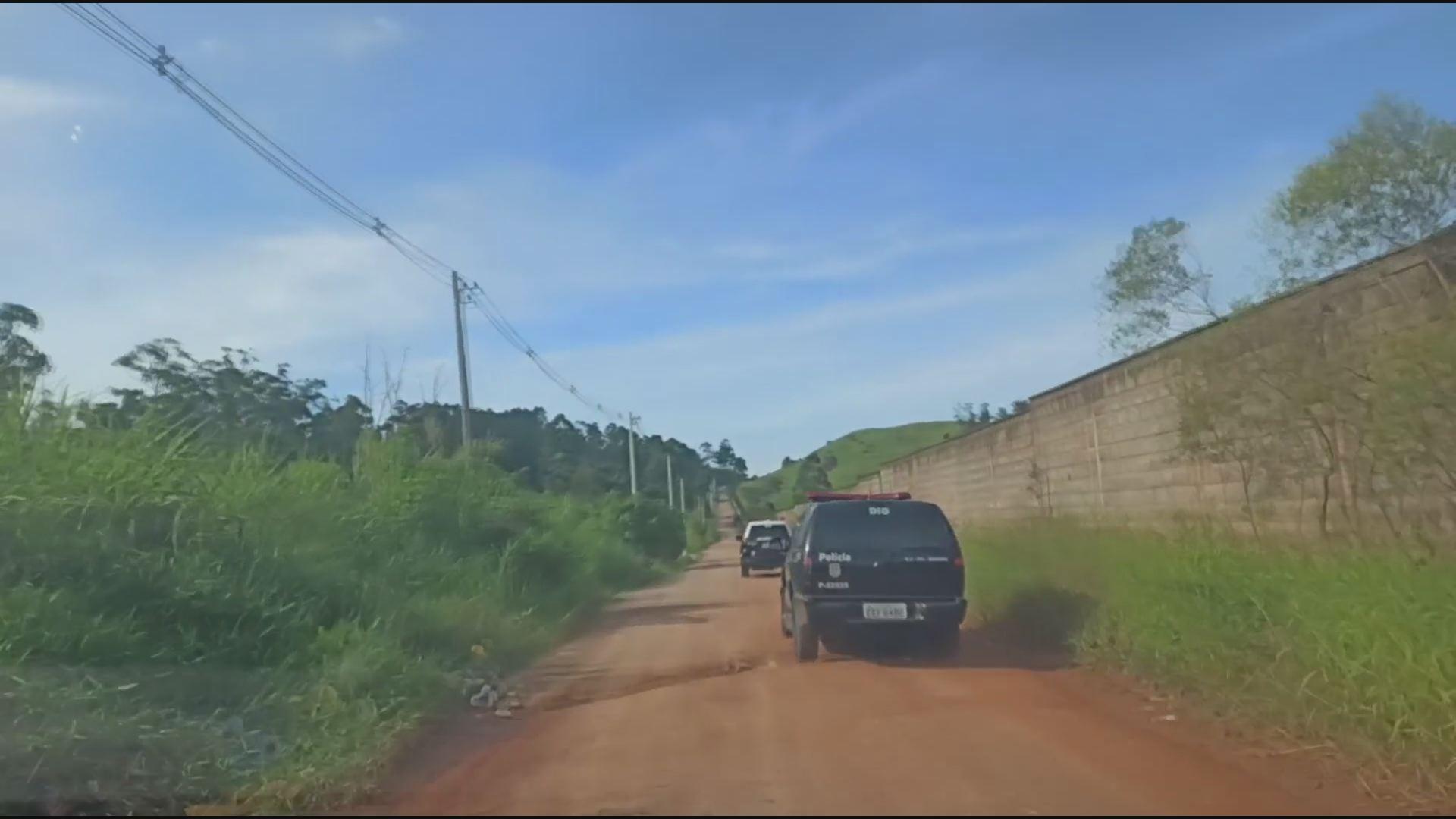 Jovem é preso suspeito de matar o padrasto e se internar em clínica de reabilitação para fugir