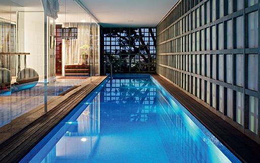 5 projetos com piscinas cobertas dentro de casa