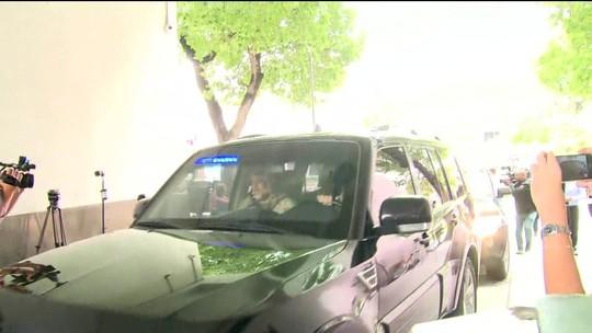 Após noite em prisão, Moreira Franco e coronel Lima chegam para depor na sede da PF no RJ