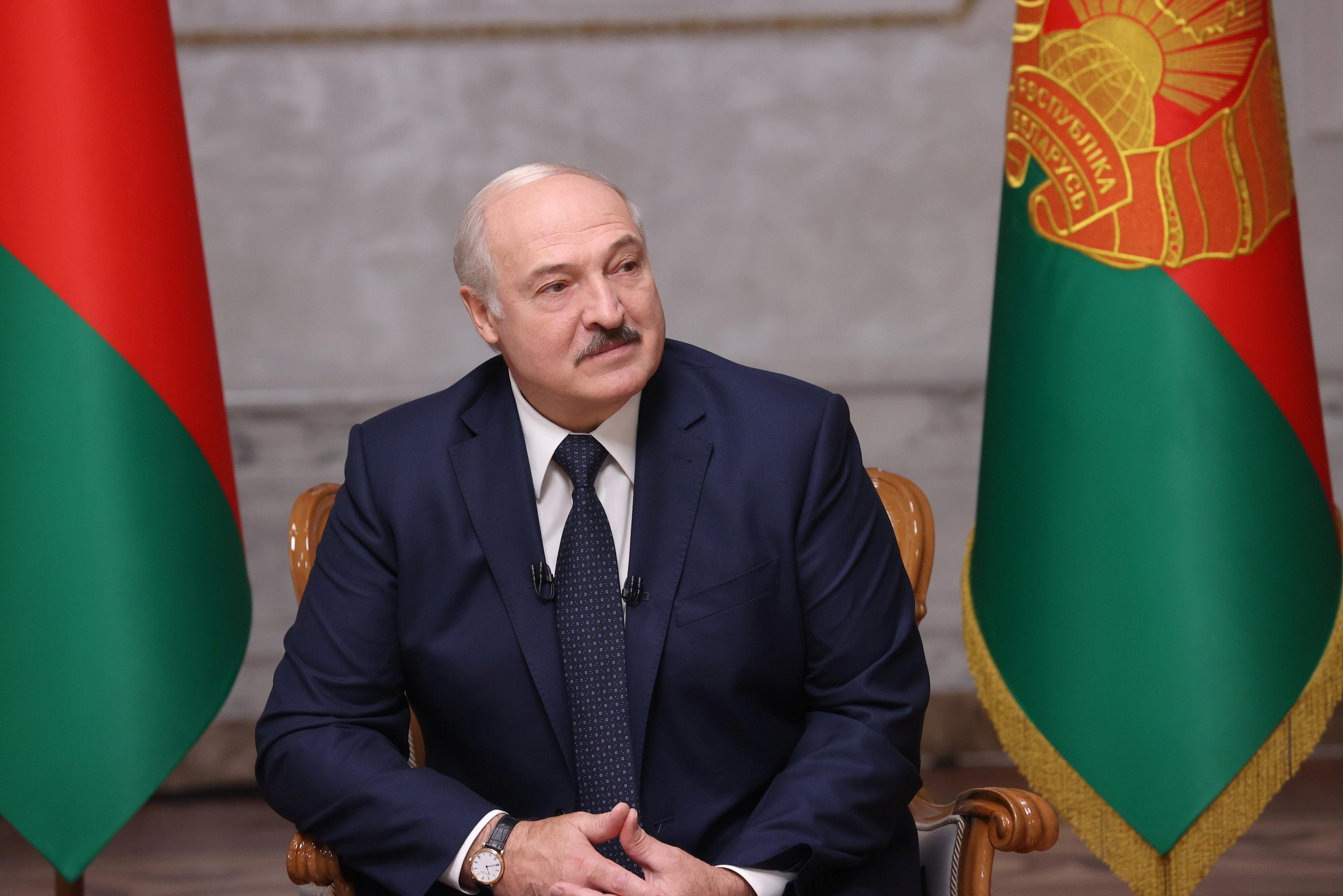 Ditador de Belarus se curva a Putin