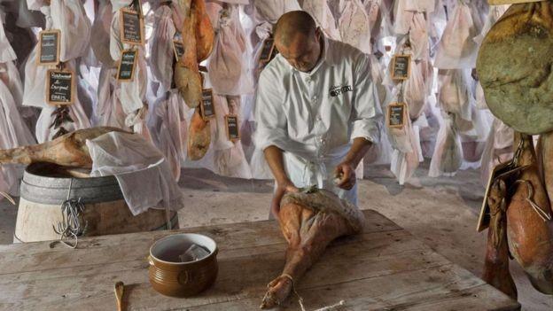 O eusko foi feito para manter o dinheiro circulando na economia local (Foto: Alamy/ BBC News Brasil)