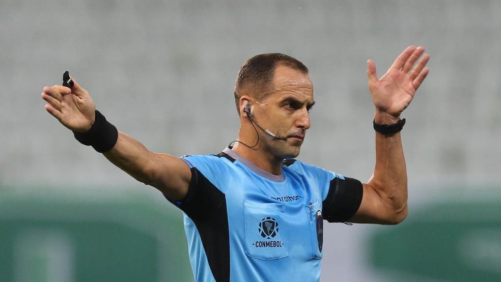 Árbitro Esteban Ostojich apitará jogo na Argentina — Foto: Cesar Greco\Palmeiras