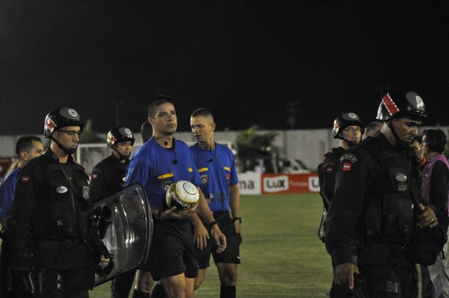 Bota-PB e Campinense tentaram subornar o mesmo árbitro na final do Paraibano