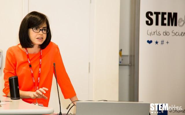 Jess Wade em um evento da organização Stemettes, que quer incentivar meninas a se interessarem por ciência (Foto: STEMettes)