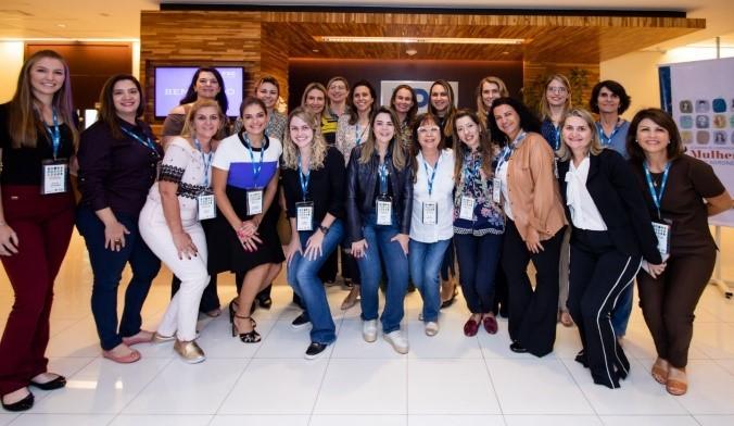 As alunas da primeira turma da Academia de Liderança das Mulheres do Agronegócio se reúnem na sede da FDC, em São Paulo (Foto: Divulgação)