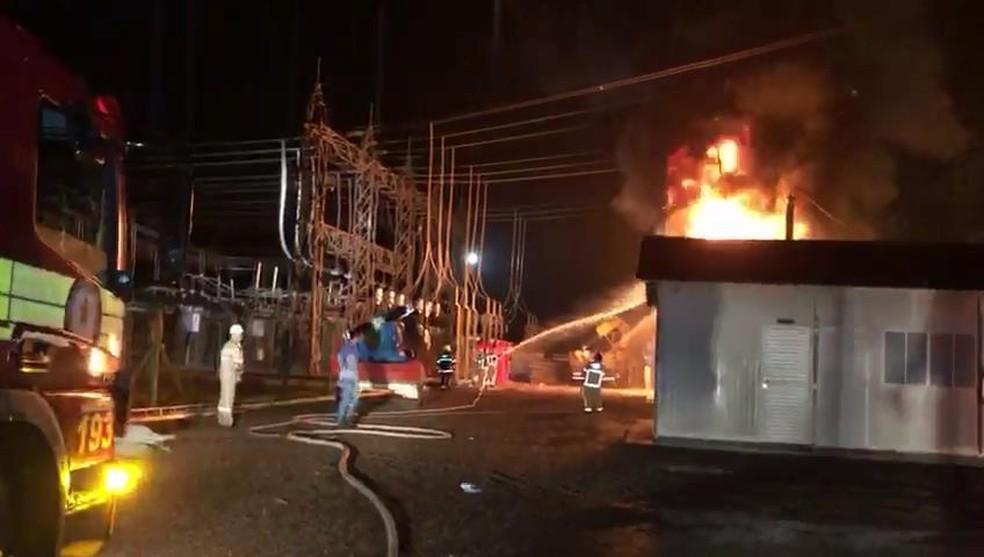 Incêndio atingiu subestação de energia durante chuva em Macapá — Foto: Reprodução