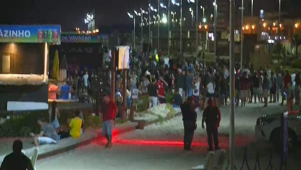 Aglomeração em Capão da Canoa na segunda-feira de carnaval  — Foto: Reprodução / RBS TV
