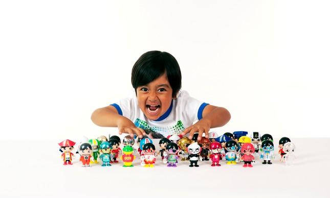 O menino Ryan, de seis anos, do canal no YouTube Ryan ToysReview