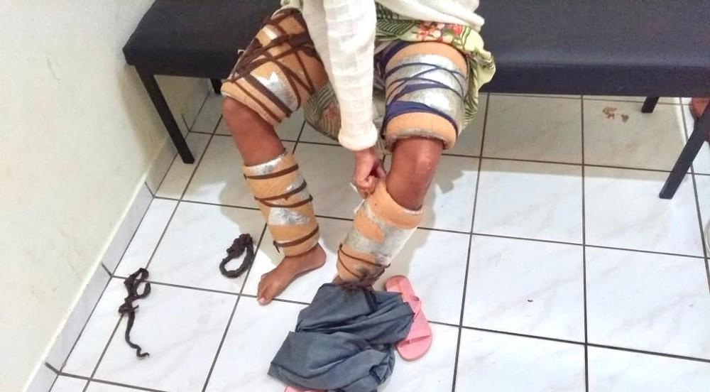 Mulher foi presa dentro de ônibus após deixar hotel em Naviraí. — Foto: Polícia Militar/Divulgação