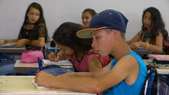 Com calendário atrasado por greve, ao menos 250 escolas estaduais do RS seguem com aulas