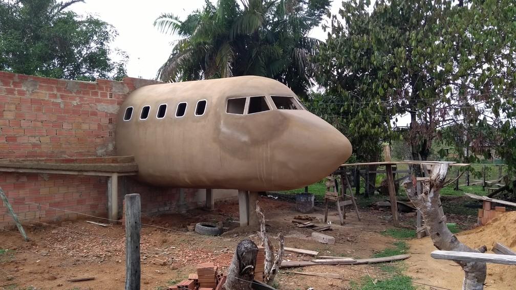 [Brasil] Idoso constrói casa em formato de avião e faz sucesso na web: 'sonho de uma vida' Img-20170926-094940680-1-