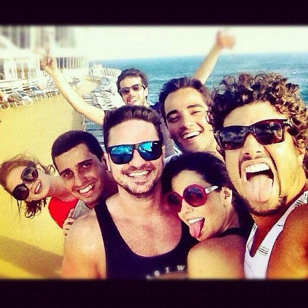 Giovanna Lancellotti posa com Caio Castro, Marina Ruy Barbosa, Jayme Matarazzo e outros amigos em tarde no Caribe (Foto: Reprodução)