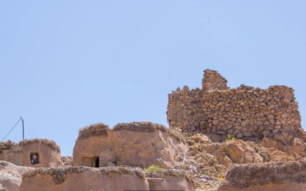 Moradores esperam que as casas 'liliputianas' de Makhunik atraiam turistas (Foto: Mohammad M. Rashed/BBC)