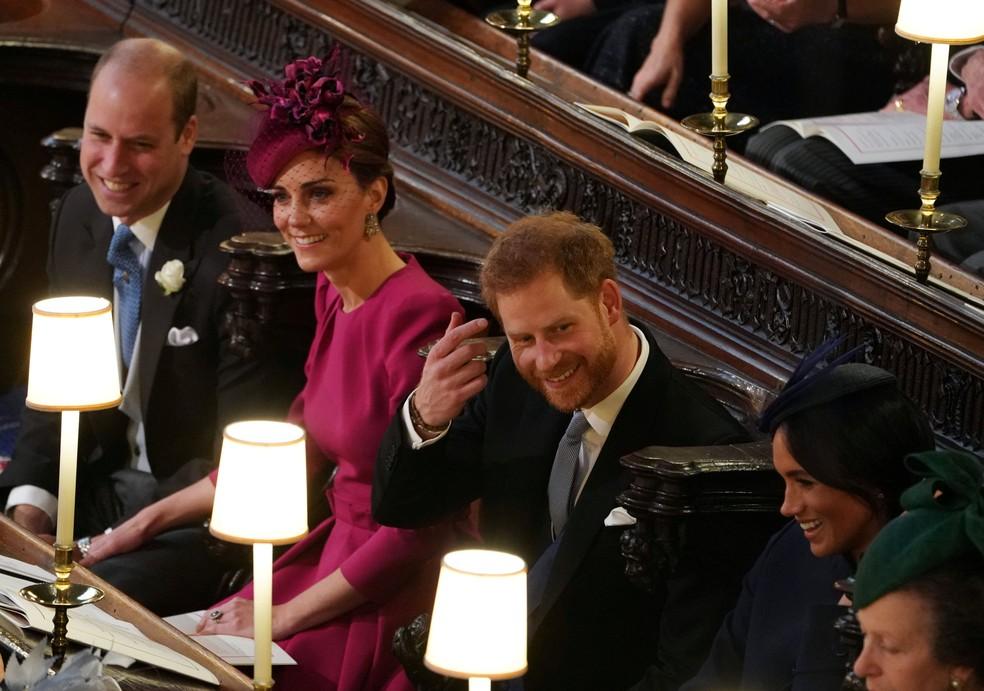 Príncipe Willian, Kate, príncipre Harry e Meghan participam do casamento de Eugenie e Jack nesta sexta-feira (12) na Capela de São Jorge, no Castelo de Windsor — Foto: Owen Humphreys/Pool via Reuters