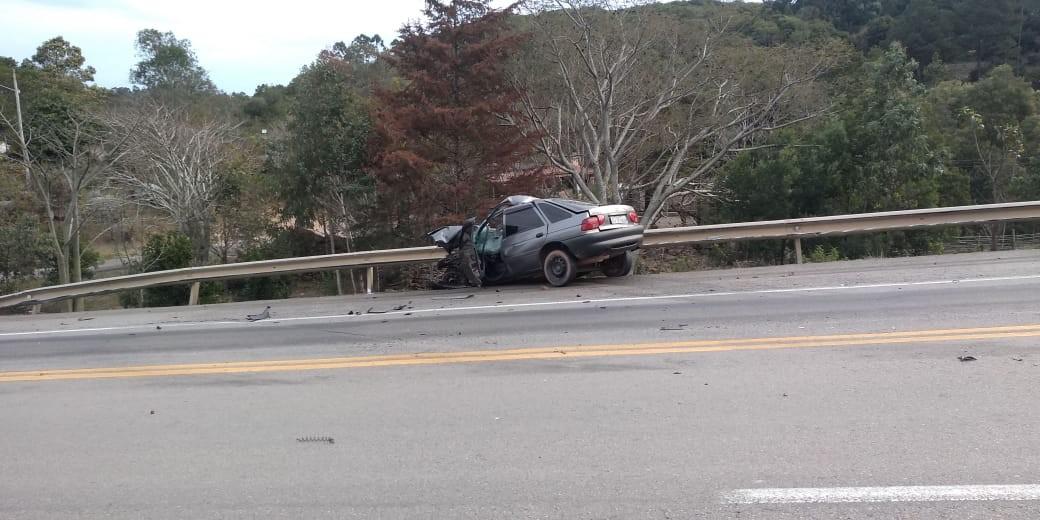 Acidente entre carro e carreta causa morte em Canguçu  - Notícias - Plantão Diário