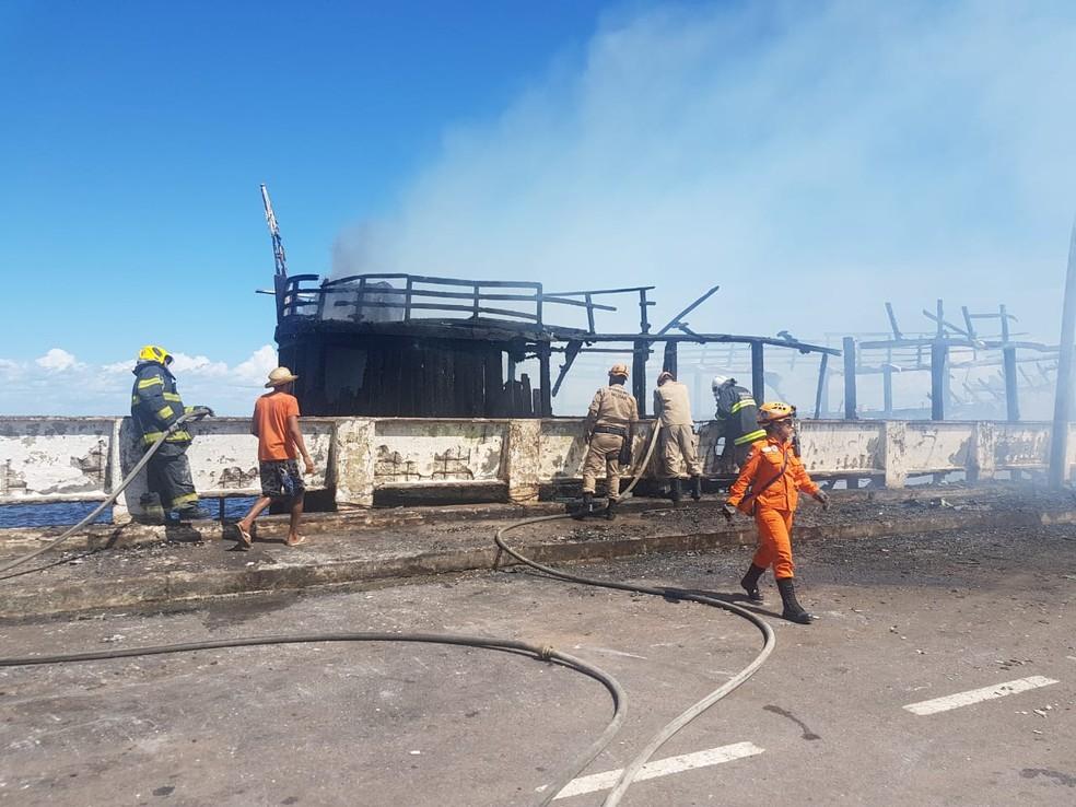 Incêndio ocorreu no começo da tarde (Foto: Divulgação/Corpo de Bombeiros)