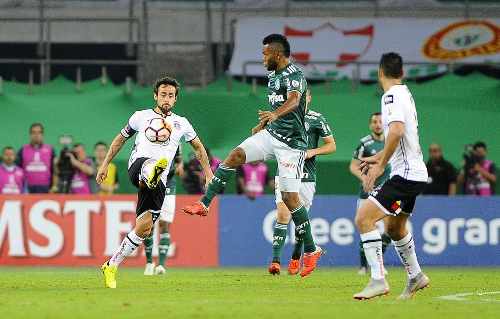 Valdivia em ação contra o Palmeiras na última Libertadores — Foto: Marcos Ribolli
