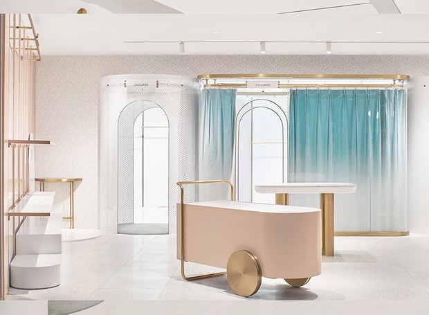 Os diferentes espaços da loja podem ser transformados em pequenas boutiques ou uma loja de departamentos (Foto: Daylab Studio/ Reprodução)