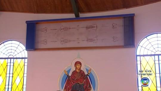 Capela no interior de SP com réplica do Santo Sudário recebe fiéis no feriado
