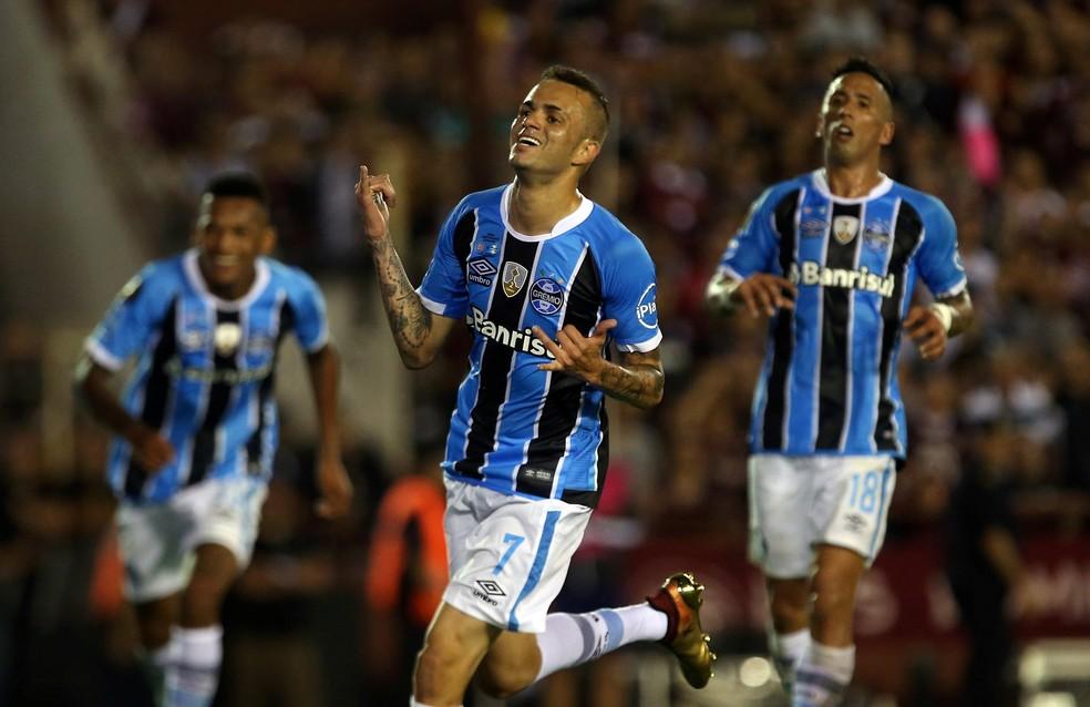 """Luan comemorando seu """"pedazo de gol"""" na decisão da Libertadores. — Foto: REUTERS/Agustin Marcarian"""