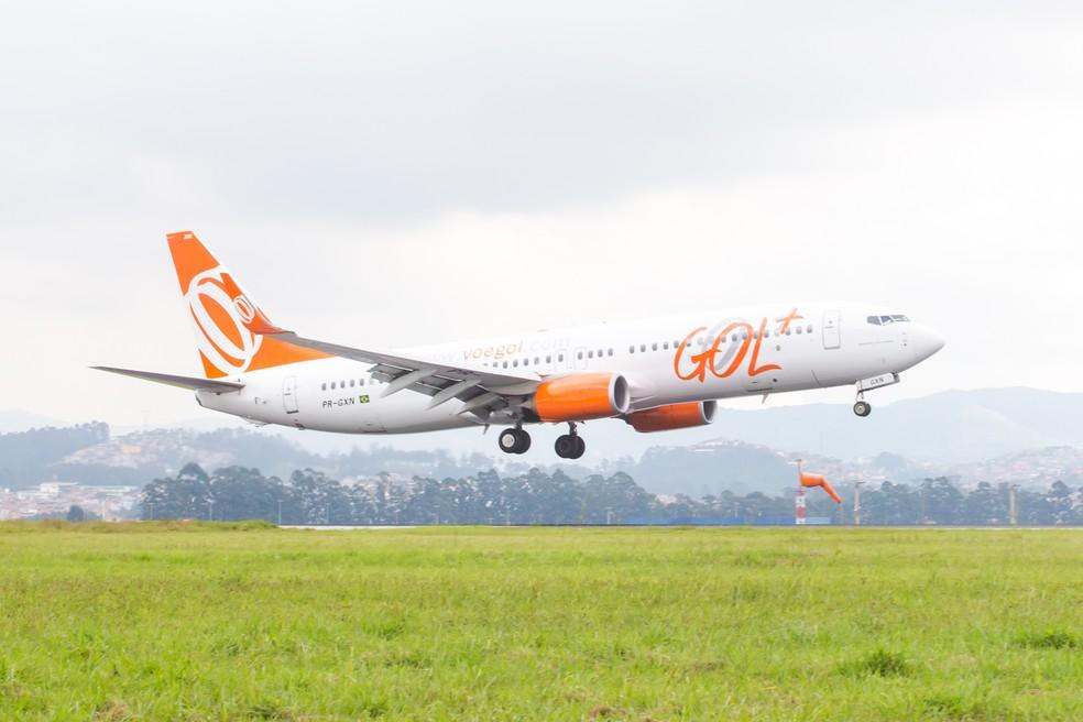 Avião da companhia aérea Gol pousa no Aeroporto Internacional de São Paulo - Cumbica (GRU), em Guarulhos (Foto: Celso Tavares/G1)