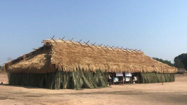 Casa dos homens da aldeia Kubenkokre, na Terra Indígena Menkragnoti, onde povos indígenas e ribeirinhos se reuniram para discutir política e alternativas a atividades destrutivas (Foto: Reprodução/BBC)