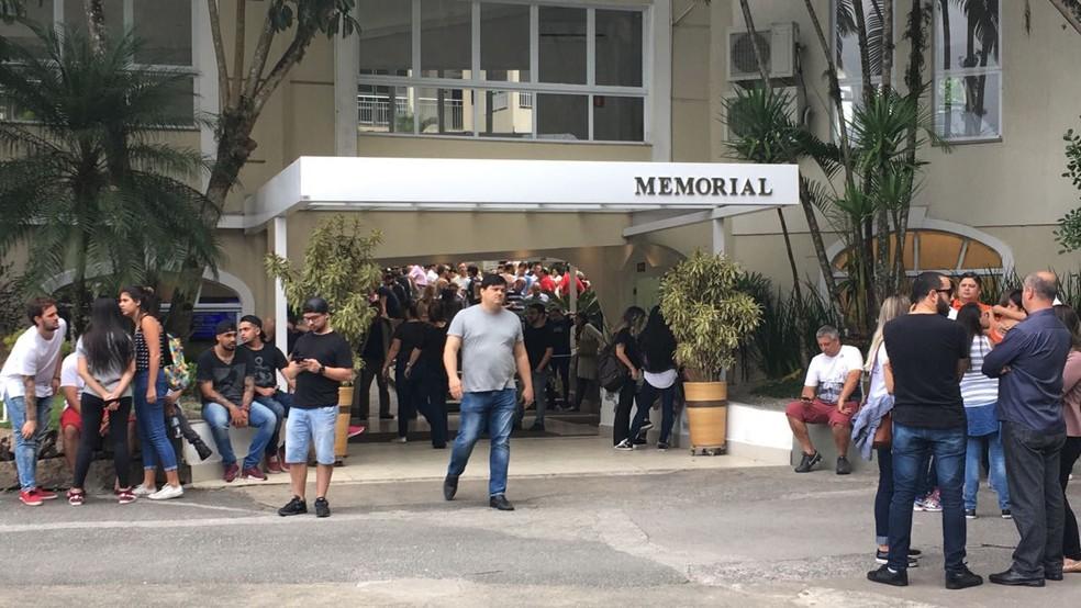 Velório reuniu familiares e amigos do atleta em Santos, SP (Foto: Renan Fiuza/G1)