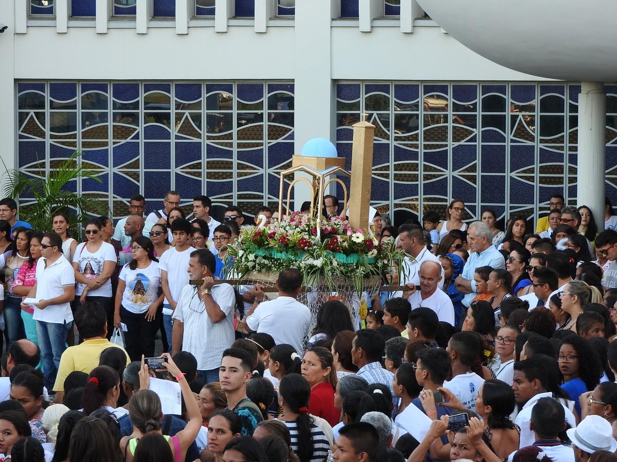 Fiéis participam da 30ª procissão de Nossa Senhora Aparecida em Boa Vista