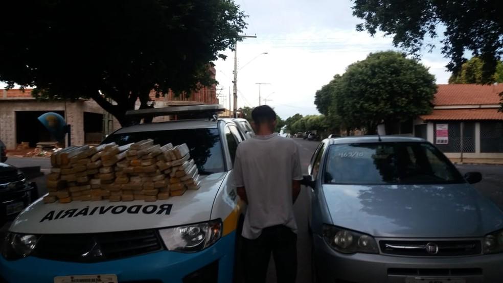 -  Rapaz preso em MS com maconha para ser levada para MG  Foto: PMR/Divulgação