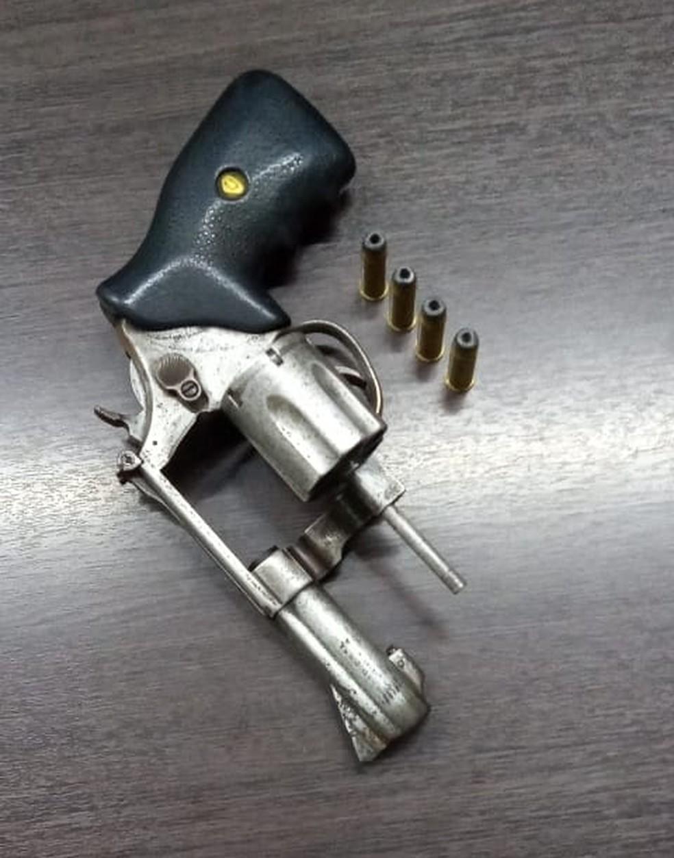 A arma roubada do sargento da PM foi recuperada.  — Foto: Divulgação/Polícia Civil.