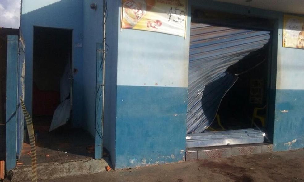 -  Revoltados, populares quebraram bar após morte em Cássia  MG   Foto: Reprodução/Redes Sociais