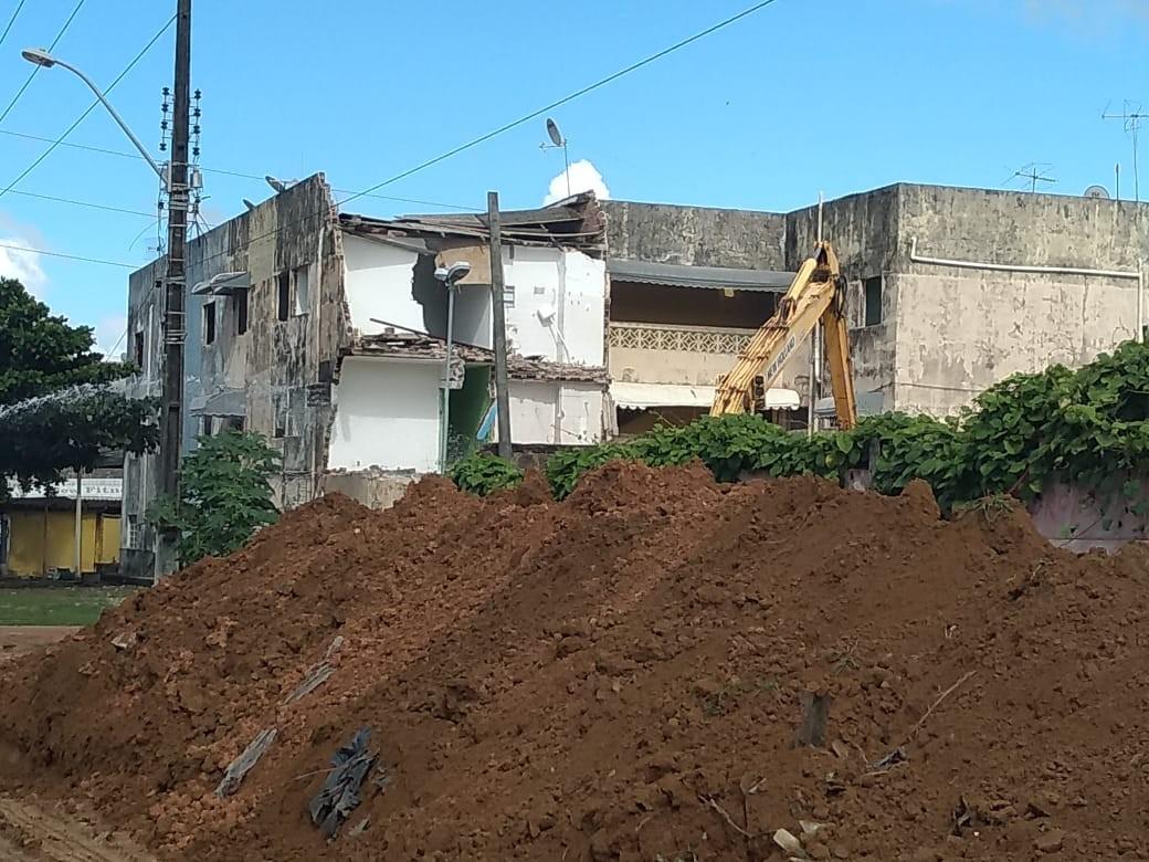 Prédios do Jardim das Acácias, no Pinheiro, começam a ser demolidos