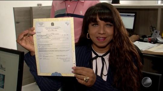 Cidade na BA tem 1ª moradora transexual a trocar nome em documento sem ação judicial e cirurgia de mudança de sexo