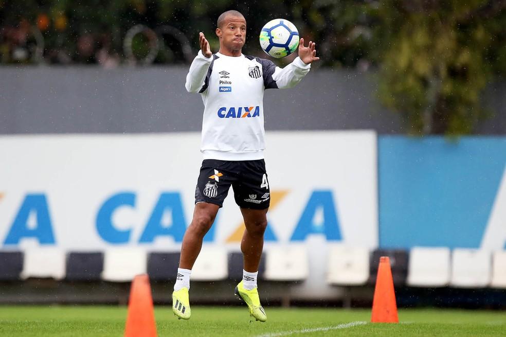 Com a seleção uruguaia, Carlos Sánchez é desfalque certo do Santos para o jogo contra o Grêmio (Foto: Pedro Ernesto Guerra Azevedo/Santos FC)