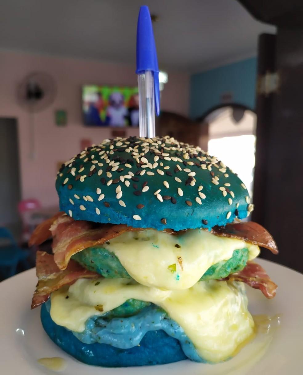 Meme da 'caneta azul' inspira dono de hamburgueria de Sorocaba — Foto: Estevão Milani/Arquivo pessoal