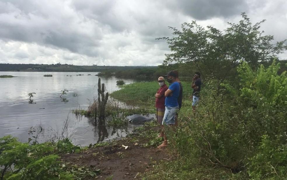 Corpos de duas crianças que sumiram após embarcação virar na Bahia são achados; três pessoas estão desaparecidas. — Foto: Dalton Soares / TV Bahia