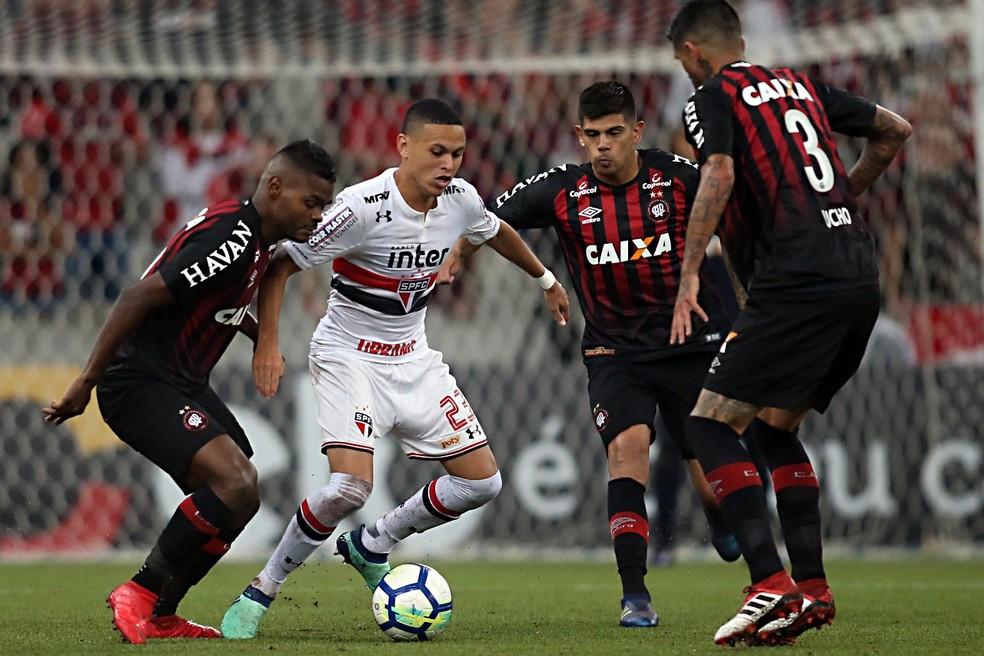 São Paulo tem pagamento pendente por Marcos Guilherme, que dificilmente ficará no clube após junho (Foto: Albari Rosa/Gazeta do Povo)