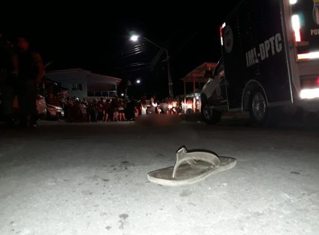 Dupla é executada a tiros por homens em moto e polícia suspeita de acerto de contas, em Manaus
