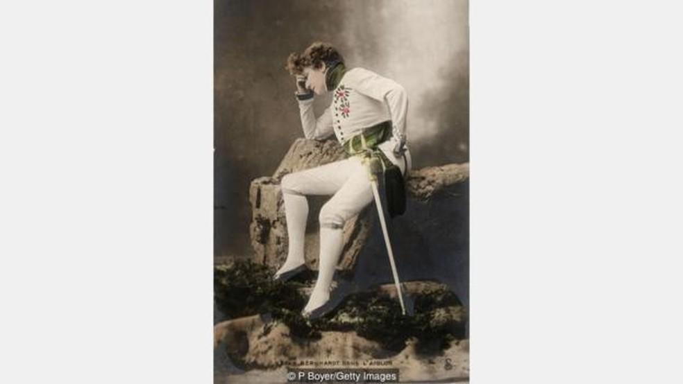 Aos 55 anos, Bernhardt interpretou Napoleão 2º, imperador que, por breve período, foi governante de facto da França em 1815 - ela desempenhava com frequência papéis masculinos (Foto: P. Boyer/Getty Images)