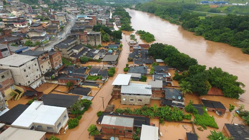 Rio Piracicaba subiu e alagou distrito de Cachoeira do Vale neste domingo (26) — Foto: Prefeitura de Timóteo